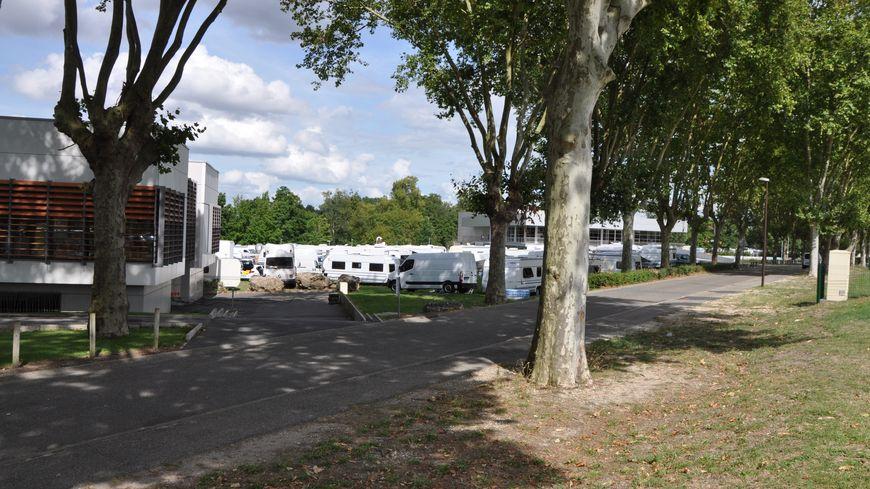 400 caravanes des gens du voyage se sont installées dimanche dans le Parc de Mandavit à Gradignan.