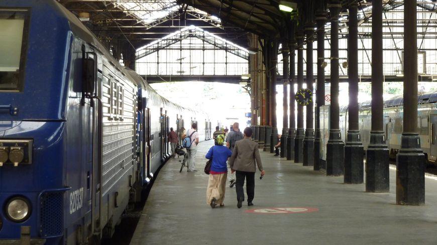 Un quai de gare à Paris : Saint Lazare