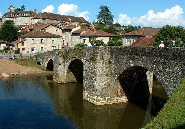 Solignac - La ville et l'abbaye vues du pont roman