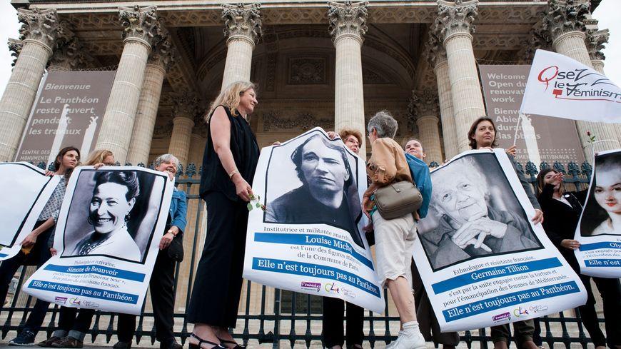 Les associations féministes ont manifesté devant les grilles du Panthéon