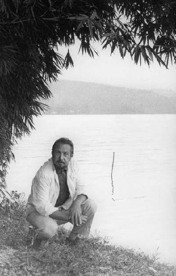 Robert Arnaut au bord du fleuve Zaire