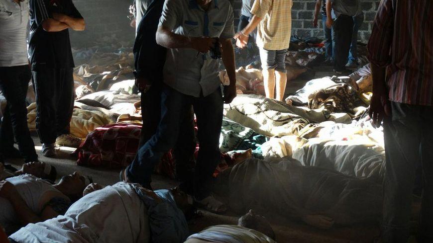 Des morgues provisoires ont dû être mises en place après les attaques de mercredi en Syrie