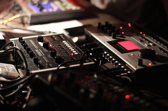 box bassline vs. Elektron Machinedrum