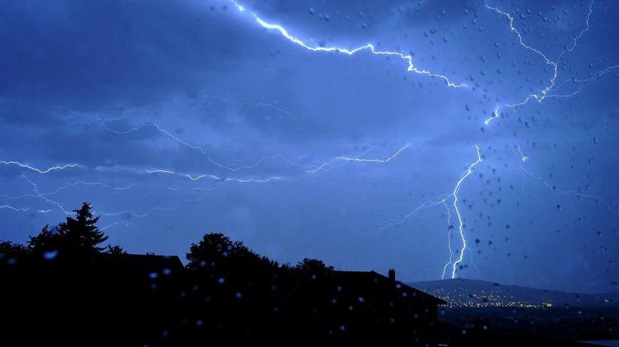 Une nuit d'orage (illustration).