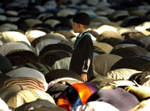 Les musulmans de France et des autres pays, fête de l'Aïd El-Fitr qui marque la fin du Ramadan