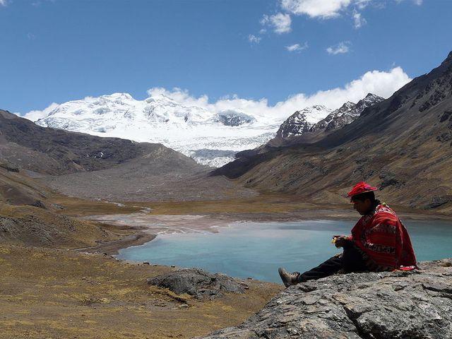 Photo du lac Sibinacocha (5000m d'altitutde) au Pérou