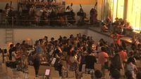 Vidéo : répétitions dans une piscine (vide) pour le Youth Orchestra