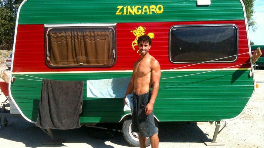 Zingaro est un théâtre de vie, où les artistes vivent sur les lieux de représentation.