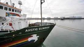 Le bateau de Greenpeace qui était parti à l'assaut d'une plate forme pétrolière en Arctique.