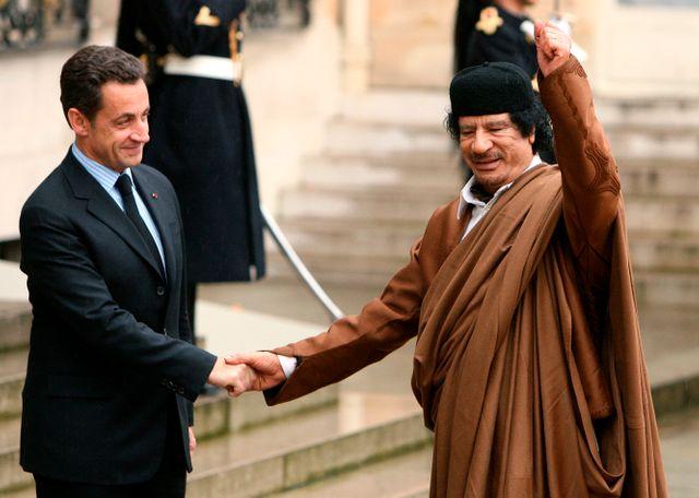 Mouammar Kadhafi et le Président Sarkozy à Paris en décembre 2007
