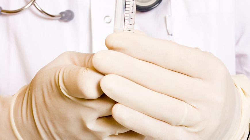 Santé : stéthoscope et seringue