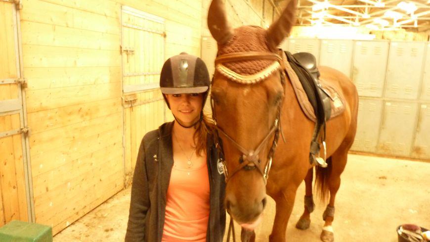 Nelly et son cheval n'ont pas attendu la journée du cheval pour faire des balades dans la Drôme.