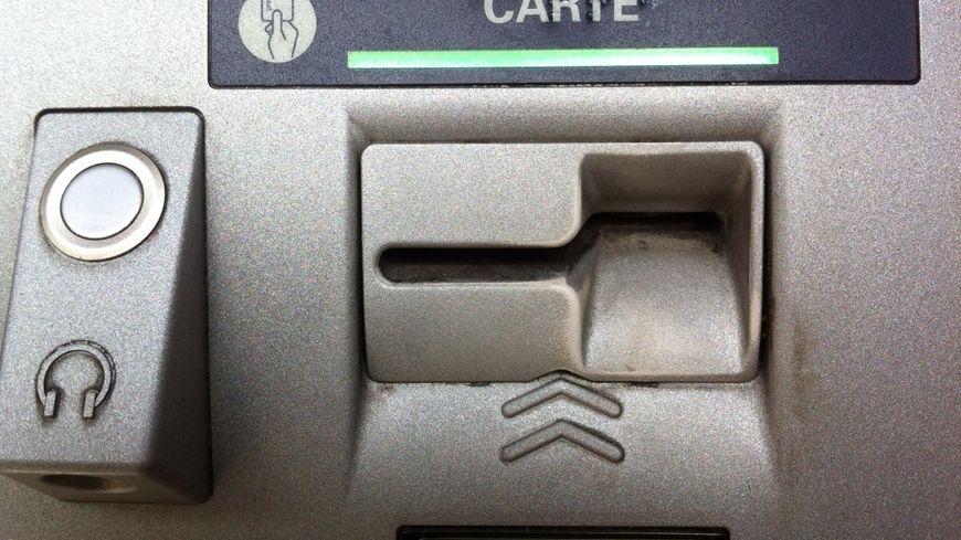Le distributeur automatique visé par les malfaiteurs