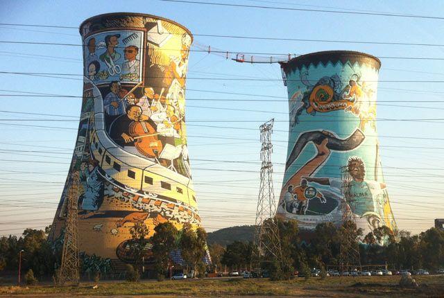 Les tours de la centrale électrique de Soweto, anciens symboles de l'apartheïd