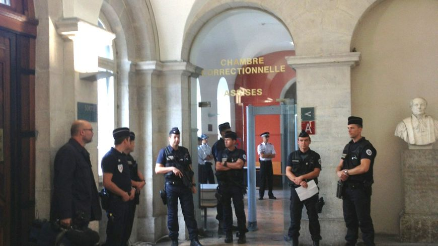 Procés Greenpeace : palais de justice de Valence