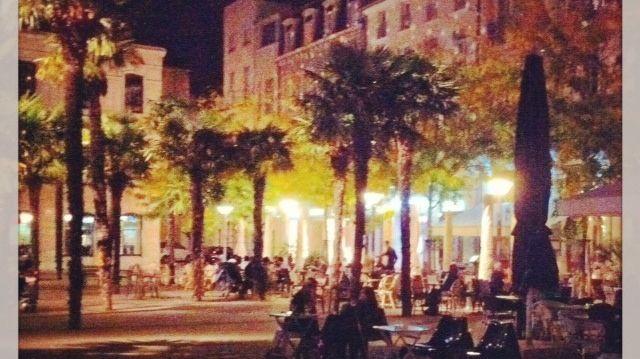 Une belle soirée d'été à la terrasse d'un café ce 23 septembre à Valence