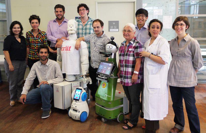 Equipes du laboratoire Lusage de l'hôpital Broca, du Centre de Robotique Intégrée d'Île-de-Fce et robots Sami, Buddy et Kompaï
