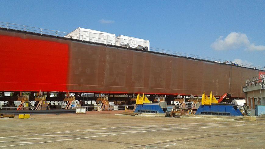Le futur portique des Chantiers de l'Atlantique en construction