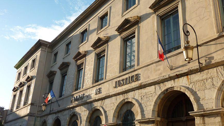 L 39 ambulancier agressait sexuellement sa cliente handicap e for France bleu orleans cuisine