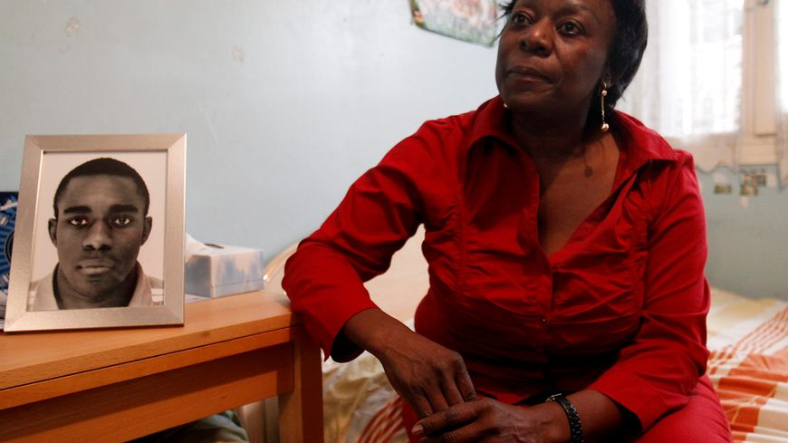 Après la mort de son fils Kevin, lynché à Echirolles, Aurélie Monkam Noubissi raconte sa douleur dans un livre.