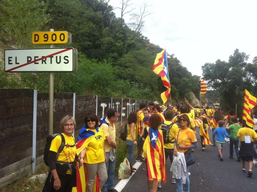 Les indépendantistes catalans à la sortie du Perthus, côté français