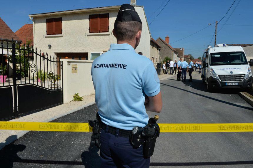 Le village de Tréclun (21) a été entièrement bouclé par les forces de l'ordre