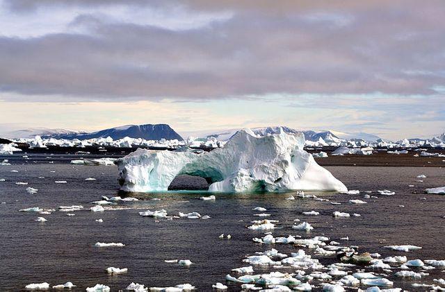 Iceberg with hole edit
