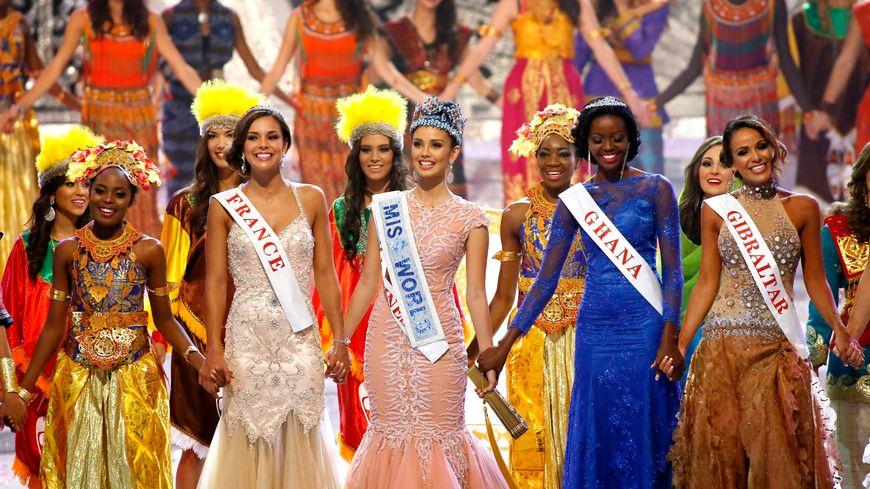 Marine Lorphelin, Miss France 2013 (à gauche), a été sacrée première dauphine de Miss Monde (au centre)