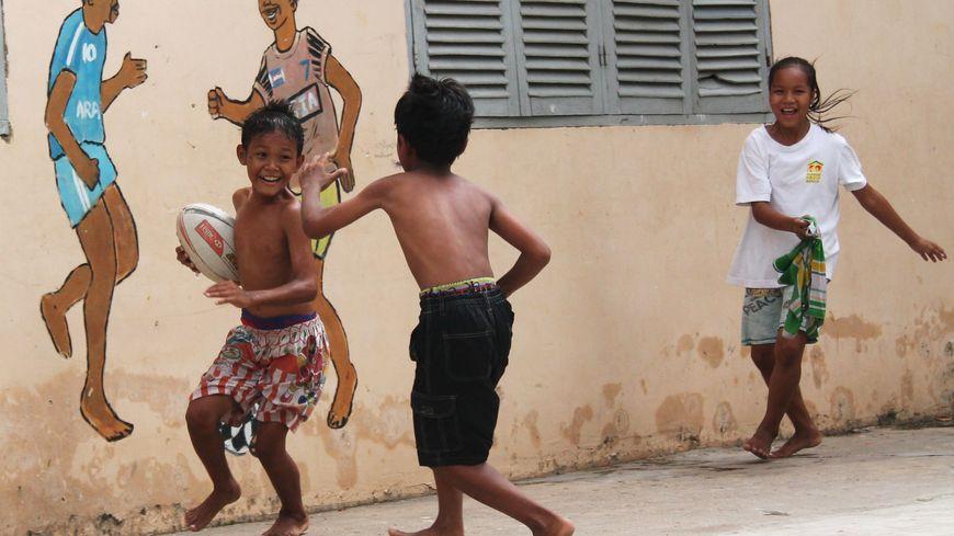 Au début, les petits Cambodgiens s'entraînaient sur du béton