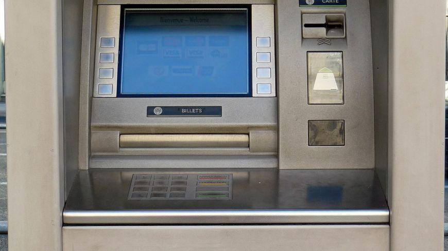 Distributeurs billets Crédit agricole*