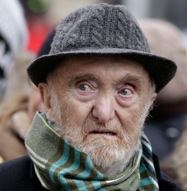 Albert Jacquard lors d'une manifestation du DAL