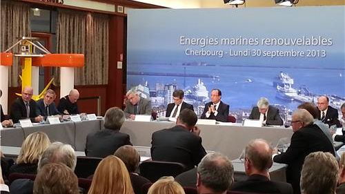 François Hollande soutient les énergies marines renouvelables à Cherbourg.