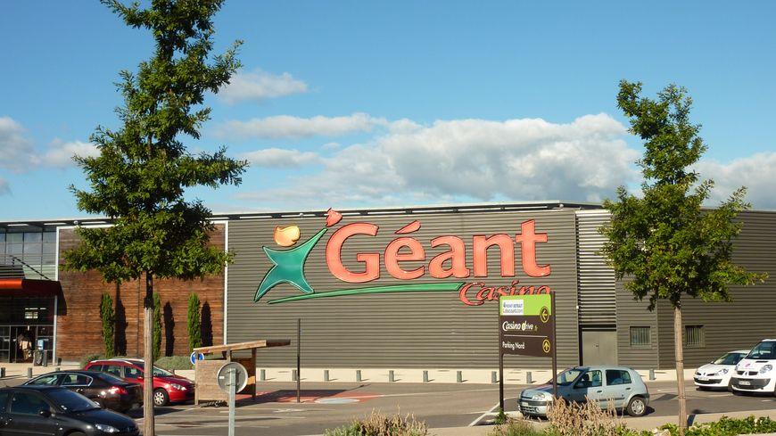 Le Géant Casino de Valence sud dans la Drôme./ Ne pas changer les titres de mes photos