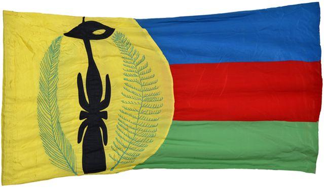 Drapeau Kanak - Version originale cousue à la main par les femmes du mouvement, présenté et choisi pour être l'emblème kanak lor