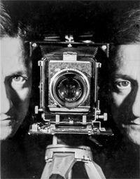 Erwin Blumenfeld, Autoportrait, Paris, vers 1938, épreuve gélatino-argentique, tirage tardif. Collection Helaine et Yorick Blume