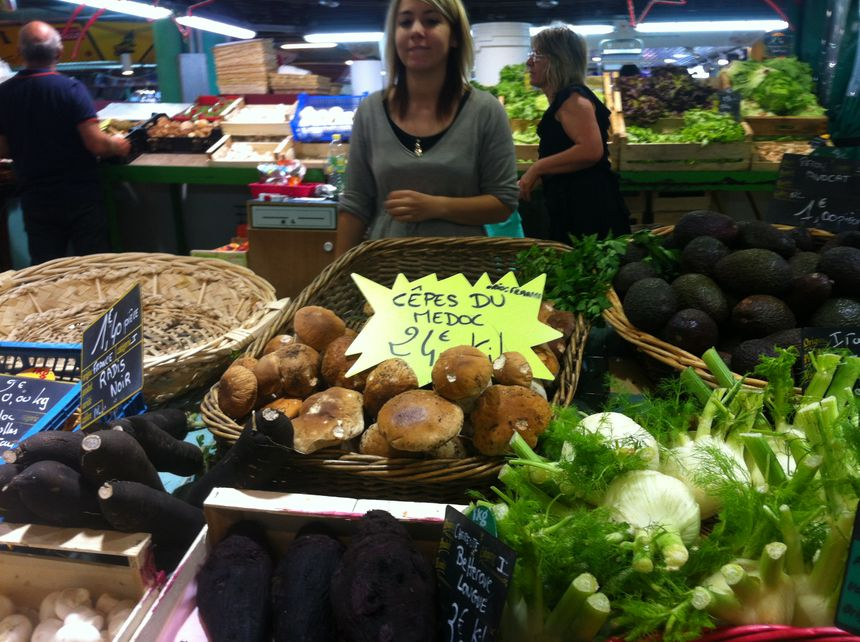 Les cèpes du Médoc se vendent en moyenne 25 euros le kilos sur le marché des Capucins à Bordeaux