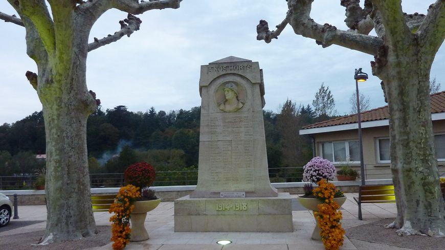 Un monument aux morts de 14-18  en novembre 2013.