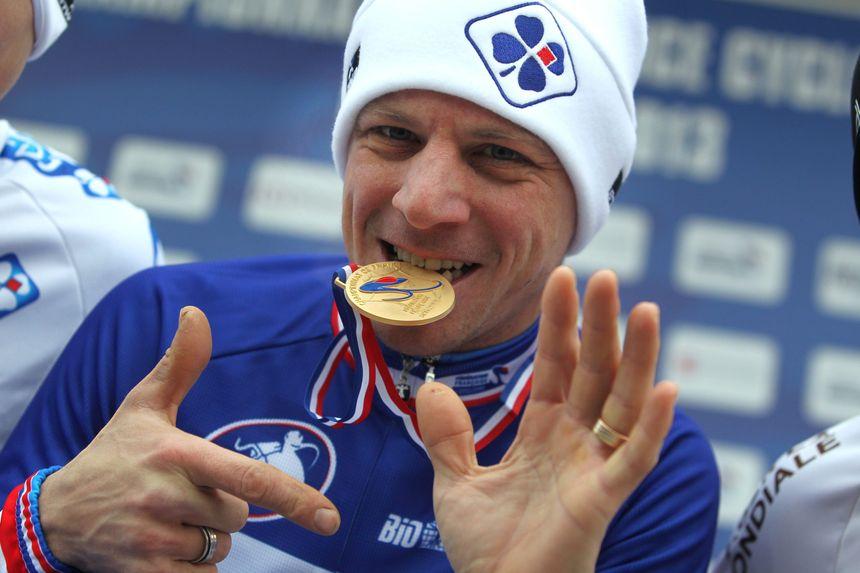 Francis Mourey, vainqueur de son 7è maillot bleu-blanc-rouge lors des championnats de France de cyclo-cross 2013