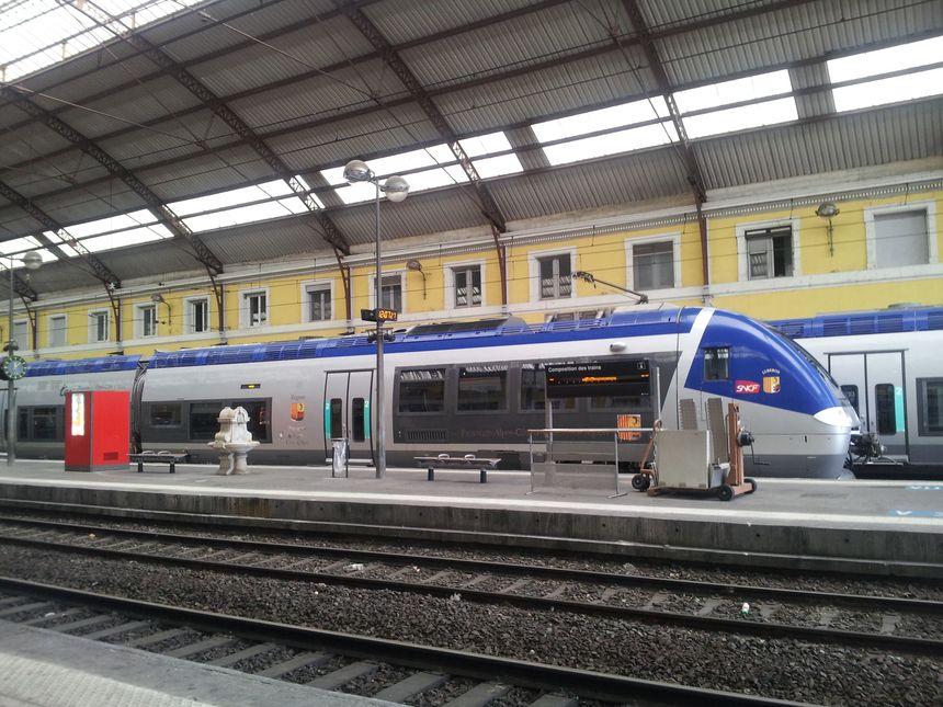 Train en gare d'Avignon