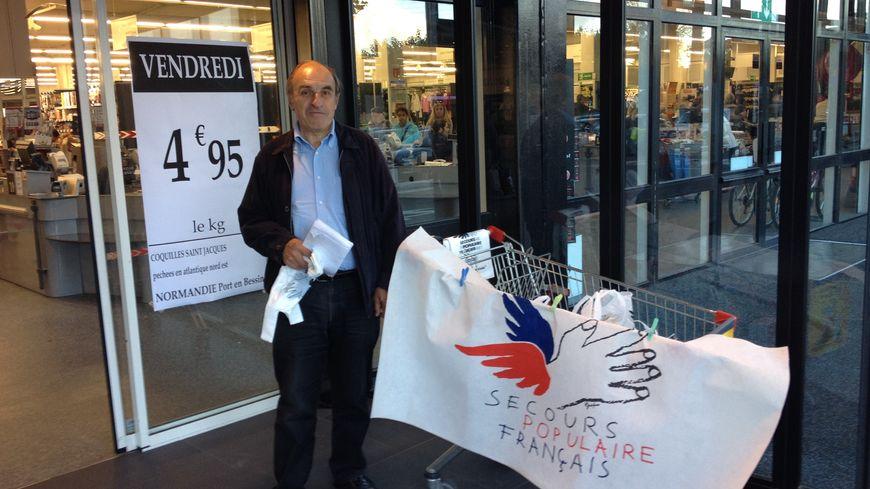 """""""A Caudéran les gens ont le portefeuille pour nous donner de la marchandise !"""" Jean-Claude, un bénévole du SP"""