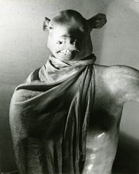 Erwin Blumenfeld, The Minotaur or the Dictator [Le Minotaure ou le Dictateur], Paris, vers 1937, épreuve gélatino-argentique,