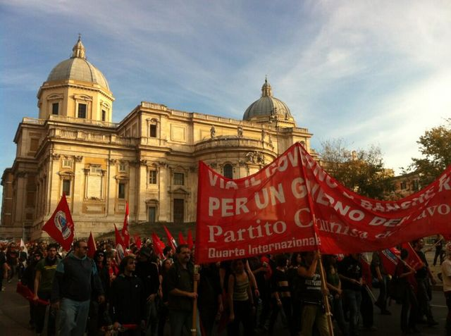 Les manifestants devant Saint Maria Maggiore