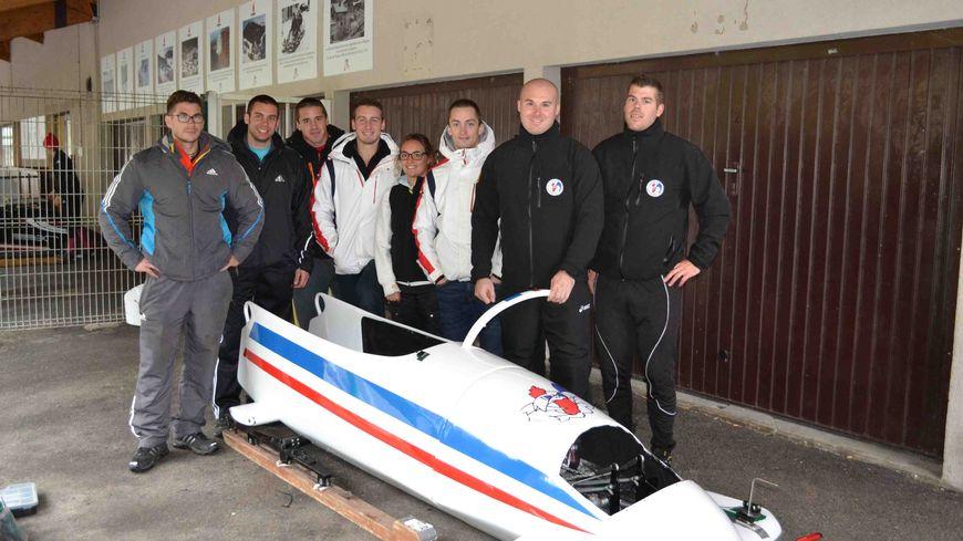 L'équipe de France de Bobsleigh au complet