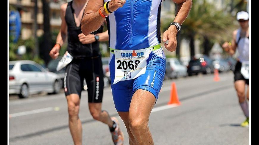 Le triathlète de la Drôme Thierry Leroy lors d'un Iron man à Nice.