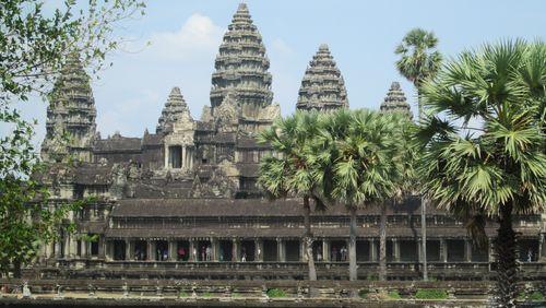"""La Nuit des ruines, Par Antoine Dhulster (3/10) : Bernard-Philippe Groslier : """"Notre grand problème à Angkor ce sont les attaques de la pierre provoquées par les mousses, par les lichens et les pluies chargées en acide"""""""