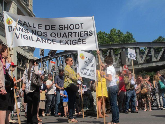 Manifestation contre l'installation d'une salle de shoot Boulevard de la Chapelle