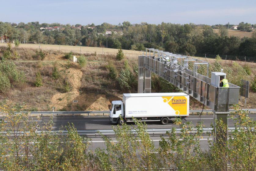 Installation d'un portique ecotaxe entre Auch et Toulouse