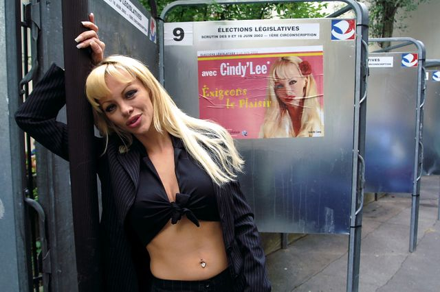 Cindy Lee, Parti du plaisir, candidate aux élections legislatives (2002)