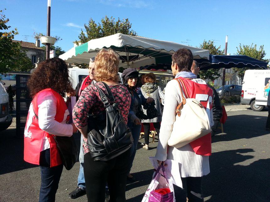distribution de tracts sur le marché de Podensac