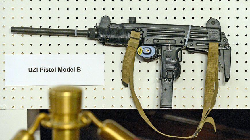 Un pistolet mitrailleur mini-Uzi fait partie des armes retrouvées (image d'illustration)